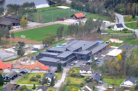 STRENGERE KONTROLL: Isak Liland mener Sirdal kommune må ha en strengere kontroll med byggeledelse og økonomi, slik kommunerevisjonen konkluderte med etter byggingen av Tonstad skule.