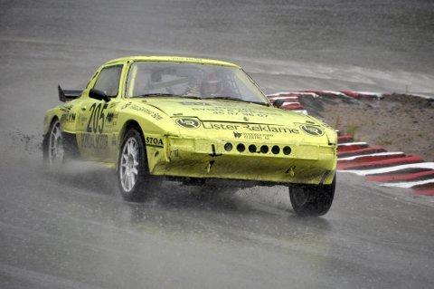 FULL FART: Sigurd Erik Egeland gav full gass i sin gule bil, og kjørte inn til 2. plass i Skien. Foto: Anne Beth Mål Arntzen