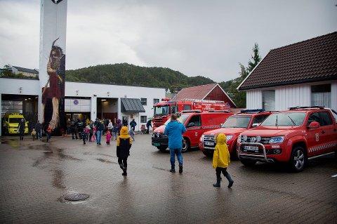 ÅPNER OPP: Flekkefjord brannvesen åpner opp brannstasjonen, slik at store og små kan lære mer om brannvern.