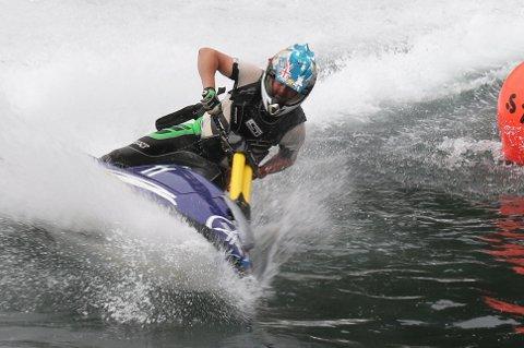 NM I VANNJET: Tom Jakobsen runder bøyen ved Fiskerihavnen som en av de lokale deltagerne i runden i NM i vannjet/ Aquabike i 2019. I år ble arrangementet avlyst og er blant en av festivalene som nå kan få kommunal støtte.