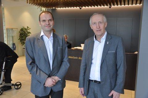 FORNØYDE: Økonomisjef Atle Osen og banksjef Jan Kåre Eie i Flekkefjord Sparebank er godt fornøyd med resultatet, men uttrykker bekymring av svak vekst i regionen generelt og Flekkefjord spesielt.