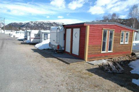 FORBUDT: Nå er det forbudt å overnatte i campingvogn i Sirdal.