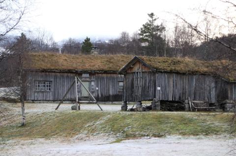 VÅNINGSHUS: Da Torjus og Synnøve Fidjeland i 1974 gav Sirdal kommune tilbud om å overta et våningshus fra Fidjeland var avtalen at det skulle bygges et bygdetun. Synnøve Fidjeland (80) reagerer sterk på planene om å bruke huset til turist-overnatting.