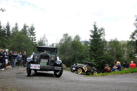 BRATTE BAKKER: 350 veteranbiler skal lørdag 7. august slite seg opp bakkene over Tronåsen. Bildet er fra forrige minneløp i 2016.