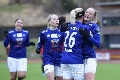 Arna-Bjørnar og Vålerenga i Toppserien fotball på Arna idrettspark.
