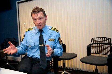ORGANISERT: Yngve Myrvoll, politiinspektør i Troms politidistrikt, forteller at de har avslørt det de mener er et omfattende heroin- og amfetaminnettverk med base i et somalisk miljø i Oslo.