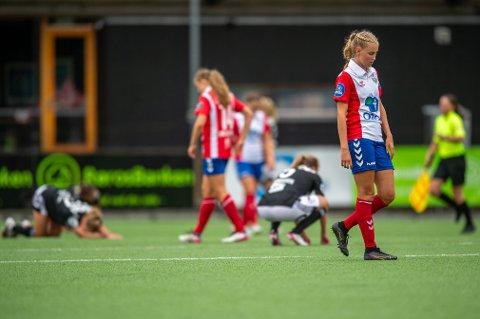 SKUFFA: Lyns Sofie Mykkeltveit Tunesvar var skuffa etter kampen mellom Lyn og Rosenborg, der Rosenborg vant 2-1 på Kringsjå Kunstgress 10. juli. Foto: Annika Byrde / NTB