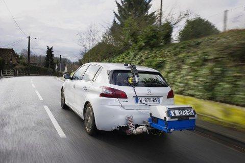 BÆRBART UTSTYR: Bilene ble utstyrt med målere som fanger opp hva bilene bruker av drivstoff. Foreløpig har de ikke sluppet CO2-tallene, men de er opplagt langt høyere enn de dagens EU-målinger viser.