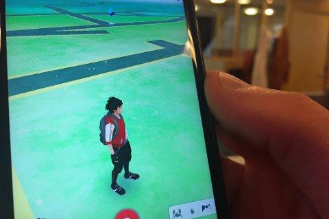 Det er spelet Pokemon Go som no går som ein farsott blant dei yngre. Foto: Astrid Øvre Helland, Nordlys
