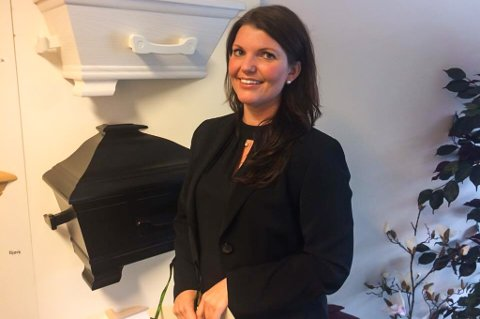 Då Lisbeth Morken var på intervju til jobben som gravferdskonsulent, sa ho «de treng ikkje å intervjue fleire, for eg har så lyst å vere gravferdskonsulent!». Det har ho ikkje angra på.