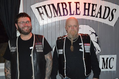 Visepresidenten til Fumble Heads MC Kim Reknes saman med presidenten Frode Solstrand under arrangementet på laurdag.