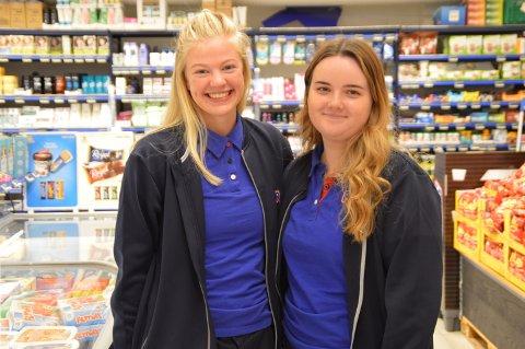 19-åringane Anna Rock og Malin Flatekval Erstad er to av tre som stakk av med Rema 1000-jobb.