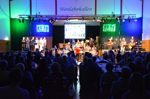 Hordabøhallen var nærmast full på 50 årsjubileum showet til Hordabø Skulemusikklag.