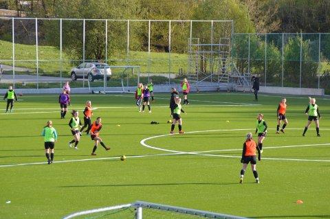 Fyrste trening på den nye fotballbana.