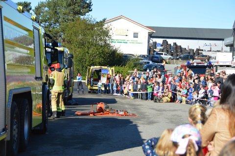 Elleve personar , åtte menn og tre kvinner, har søkt stillinga som ny branninspektør i Nordhordland Brann og Redning. Her eit bilde frå open dag på brannstasjonen på Alverflaten i september i fjor.