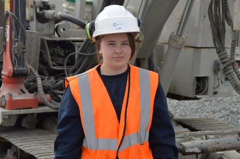 Malin (17) frå Seim kan bli den første kvinnelege boreriggsoperatør i Vestnorsk Brunnboring AS.