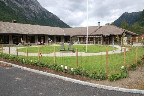 Dei tre nye sjukepleiarane i Modalen kommune kjem til å jobbe på Modalstunet. Stillingane opnar også for oppdrag i heimesjukepleia.