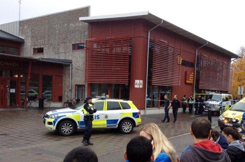 Trollhättan, Sverige 20151022. Fyra personer är skadade efter en attack vid en skola i Trollhättan. Gärningsmannen sköts av polis.  Foto: Stig Hedström / NTB scanpix