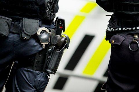 Bevæpnet politi: På nasjonaldagen kommer politiet til å bære våpen også i mindre byer og tettsteder. Det kan også bli tilfellet i Salten. Foto: Vegard Wivestad Grøtt / NTB scanpix