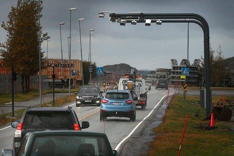 Andelen elbiler i Bodø øker. De strømførende bilene trenger ikke å betale for å passere bomstasjonene i Norge, men det kan det være slutt på.