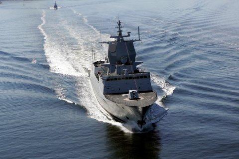 """OSLO 20060601. Den nye fregatten KNM """"Fridtjof Nansen"""" på vei opp Oslofjorden Foto Cornelius Poppe / SCANPIX"""