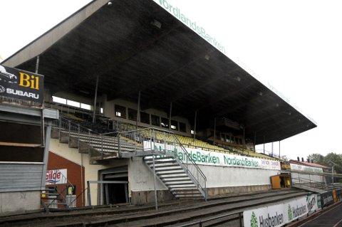 Det er ståplassen nedenfor gammeltribunen, NFF mener er en sikkerhetsrisiko. Arkivfoto: Jan Eskil Severinsen