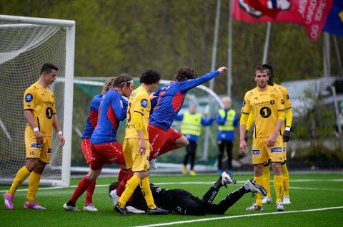 Tromsø  20150604. NM-cup i fotball, Tuils Håkon Kjæve scorer i kampen TUIL mot Bodø/Glimt på TUIL Arena torsdag ettermiddag. Foto: Rune Stoltz Bertinussen / NTB scanpix