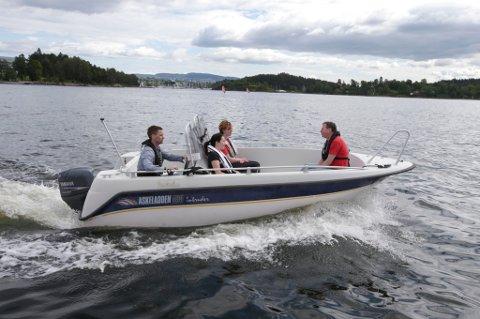 De fleste småbåter føres idag stort sett av menn, i følge Redningsselskapet.