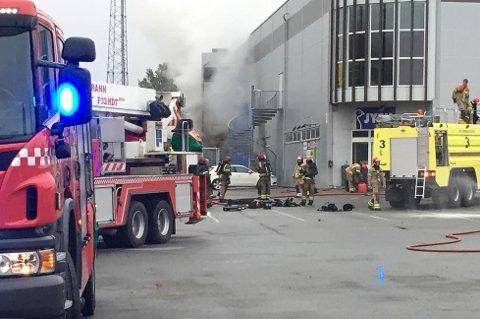 Brannvesenet brukte nærmere 20 timer på å få kontroll på den voldsomme brannen.