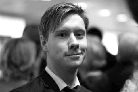 Bodø Nu-redaktør Markus André Jensen reagerer på at Morten Strøksnes i sitt leserbrev går til angrep på avisa og antyder at den løper venners ærend.