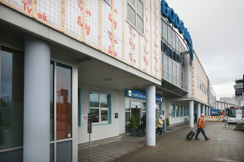 Skifter vinduer og etterisolerer fronten på Bodø Lufthavn