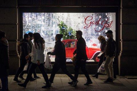 En av fem nordmenn synes at de brukte for mye penger på julegaver i fjor.