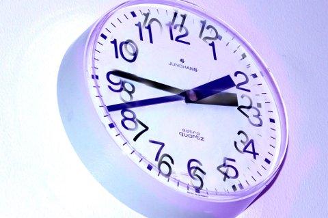 Snart kan det være slutt på sommertid og vintertid. Endringsforslaget til tross, førstkommende søndag er det igjen tid for å stille klokka en time tilbake.