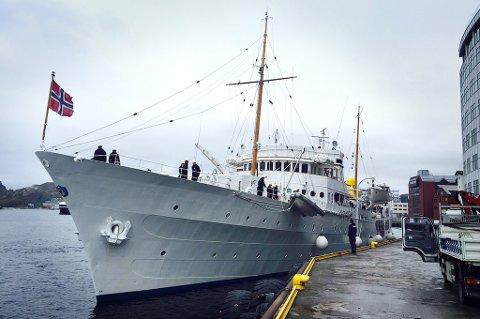"""Kongeskipet """"Norge """" har lagt til kai i Bodø."""