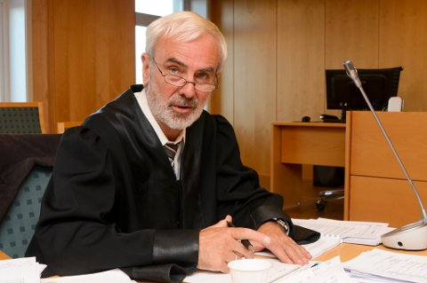 Advokat Nils Aga er død.