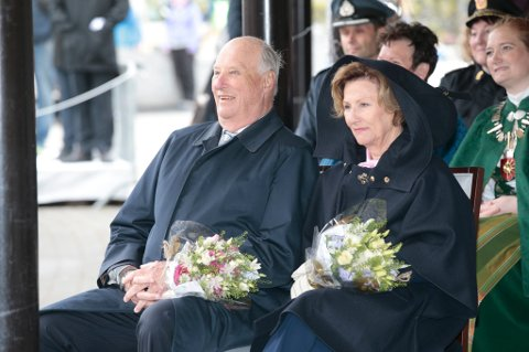 BODØ  20160619. Kong Harald og dronning Sonja i Bodø søndag. Reisen inngår som en del av markeringen av Kongeparets 25-årsjubileum. Foto: Lise Åserud / NTB scanpix