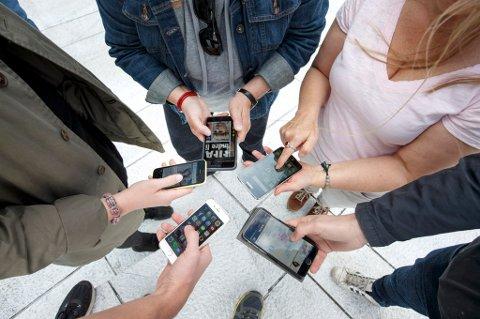 Oslo, Norge 20150604. Bruk av mobiltelefon og nye mobilvaner. Foto: Gorm Kallestad / NTB scanpix