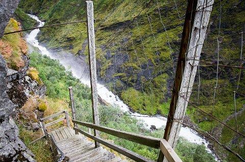 Fykanåga sett fra Fykatrappene. Elva skal nå også hete Fivkánjåhkå.
