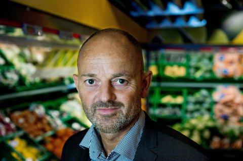 TAR OPP KAMPEN: Kommunikasjonsdirektør i KIWI, Bjørn Takle Friis, sier at Kiwi når intensiverer kampen mot dagligvarerivalene.