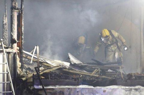 Det brant kraftig i flere leiligheter i et bo- og omsorgshjem i Kongsberg natt til julaften.