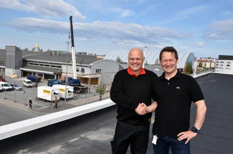 Går til konkurrenten: Butikksjef Kjell Olsen går inn i Coop. Administrerende direktør Lars Arve Jakobsen i Coop Nordland har dermed sikret seg både tidligere Rema-lokaler og en Rema-kjøpmann.