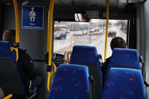 Det kan bli dyrt å droppe beltet i bussen.