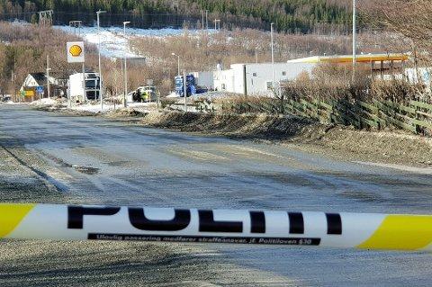 SPERRET: Store områder er sperret av i påvente av tekniske undersøkelser. Foto: Øystein Barth-Heyerdahl