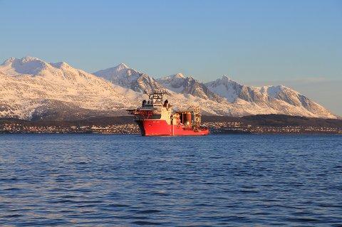 Boa Sub C utenfor Sandnessjøen, med lokalproduserte sugeanker på dekk.