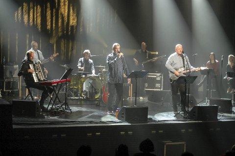 Hele bandet: Stein-Ivar Hestdahl, Jøran Breivik og et fullt band dro publikum gjennom en musikalsk reise fra 60-tallet og fram til i dag.