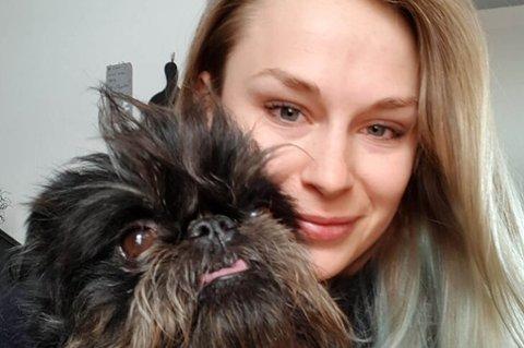Dyreelsker med kompetanse: Charlotte Schjem (27) er født og oppvokst i Bodø. Hun snudde frykten for hunder om til en interesse, da familien fikk hund da hun var åtte år gammel.