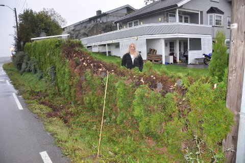 FORTVILET: Anne Hilde Henriksen Berge er fortvilet etter at kommunen har kuttet hekken hennes.