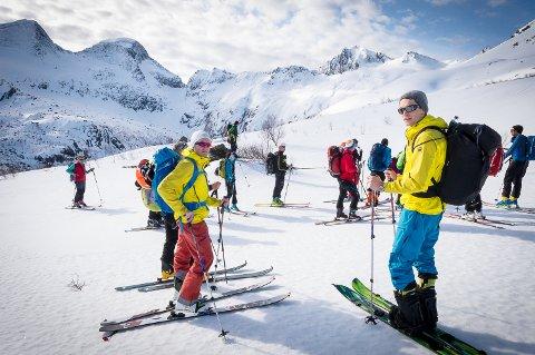 Øyvind Gjersvik (t.v.) har stor tro på at det er liv laga for vinterturisme.