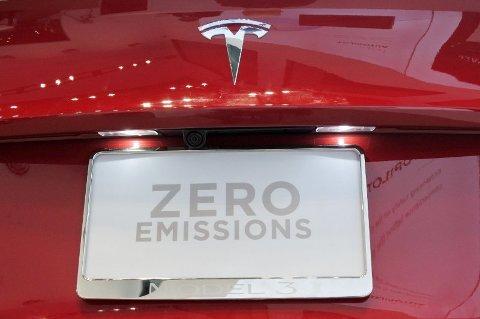 STEMMER DETTE? Forfatterne bak studiet kritiserer kraftig påstanden om at Tesla er utslippsfri. Foto: Chameleons Eye/rex (Rex Shutterstock)