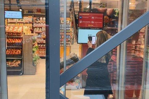 Som kunde kan du låse deg inn i butikken og handle når du vil.